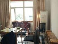 梅园小楼,6室1厅1厨2卫,上下两层带约50平米大院子,2500月